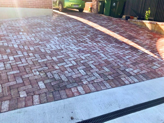 Driveway (Premium Heirtage - Solid bricks)
