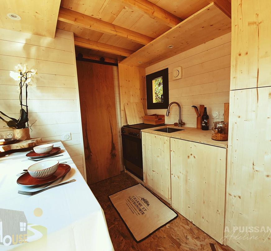 vue ensemble cuisine tiny house d'aurelie