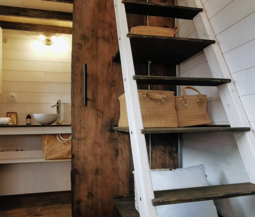 escalie et porte coulissante teh coach house