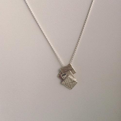 Zilveren ketting met hanger en 2 zwarte onyx steentjes