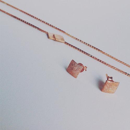 Setje van rosé vergulde lange ketting en oorbellen