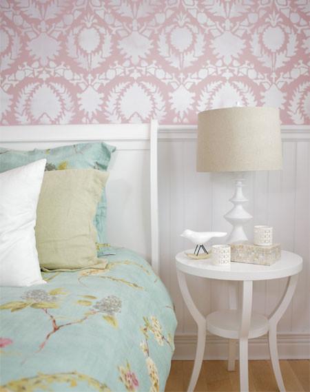 girl's bedroom pink wallpaper