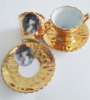 Conjunto 2 Xícaras Douradas com Camafeu