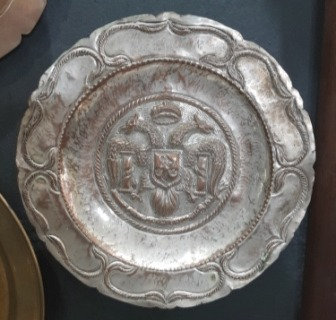 Prato Decorativo de Metal com Brasão