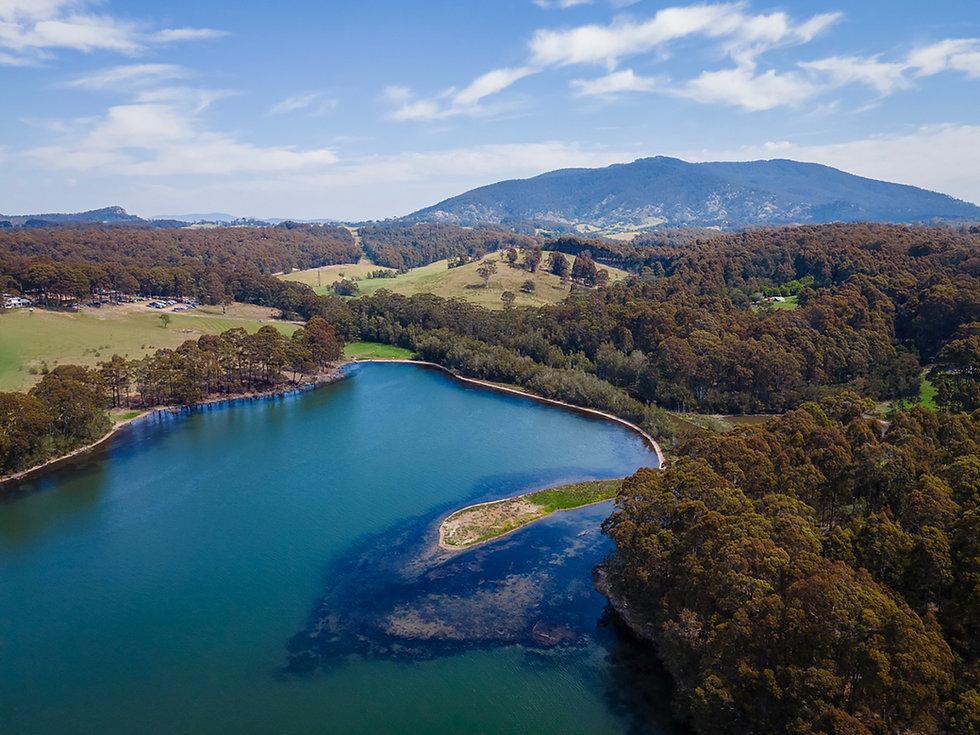 Tilba_Winery_lake.jpg