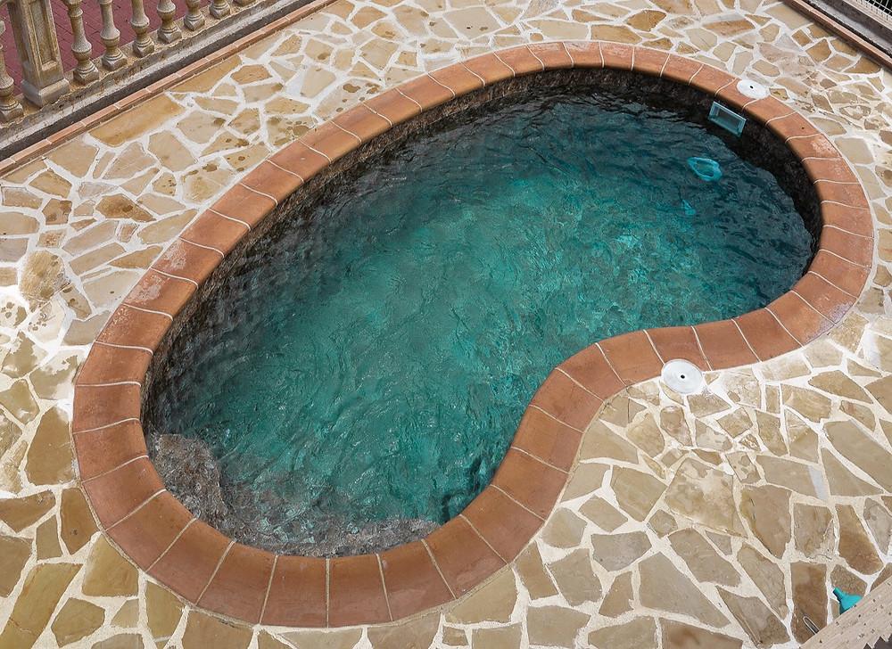 Instalación de lámina armada por Piscinas Hermont en piscina redonda