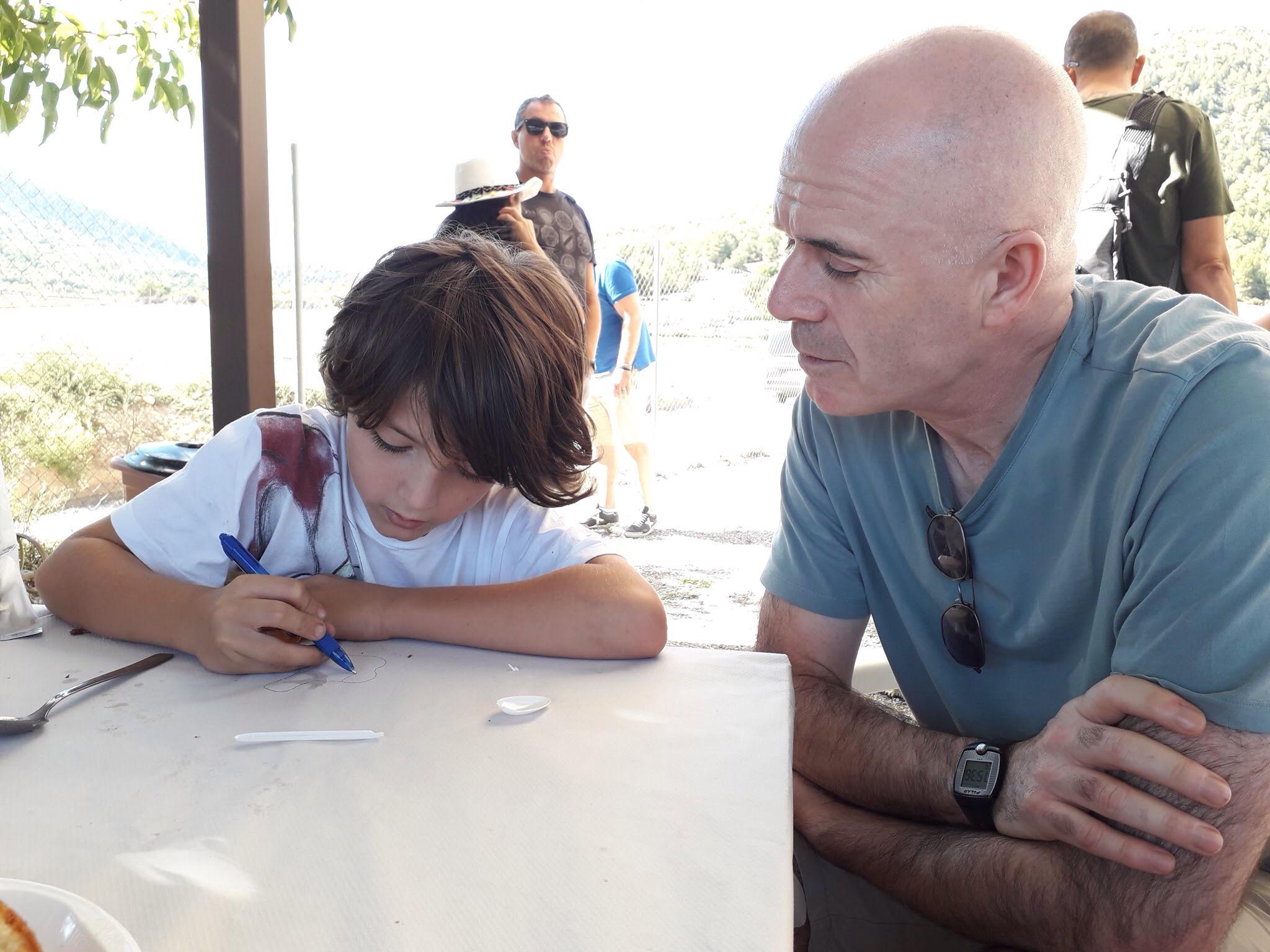 Mick charlando con Hugo