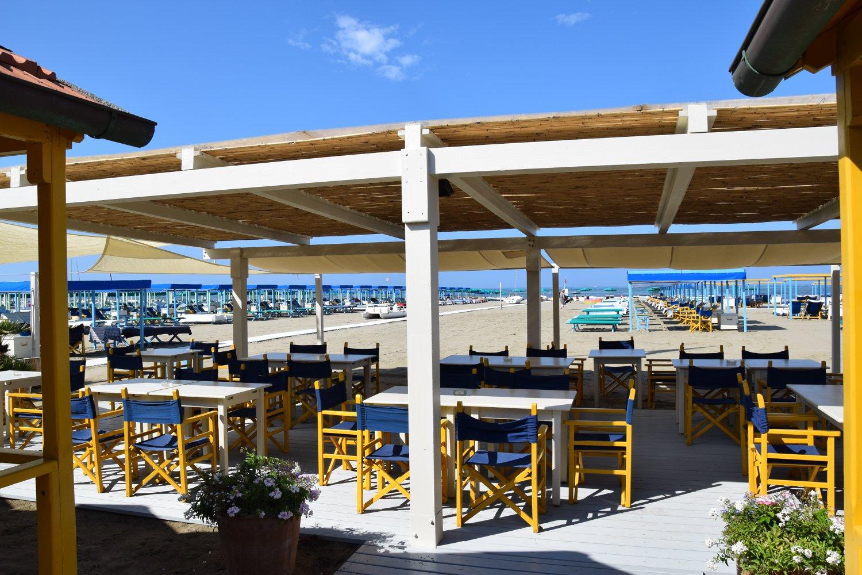 L'area ristorante in spiaggia