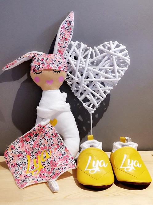 Doudou poupée lapine et Chaussons personnalisés