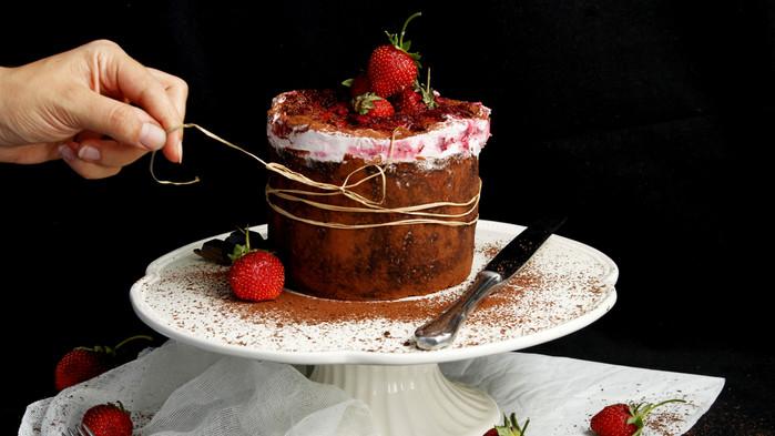 Vişneli Karaorman Rulo Pasta