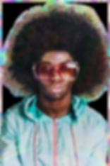 Imagem de um negro com black power, casco vrde e rosa e óculo vermelh.