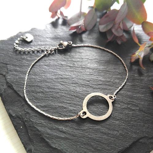 "Bracelet fin et martelé en acier inox ""Grâce"""