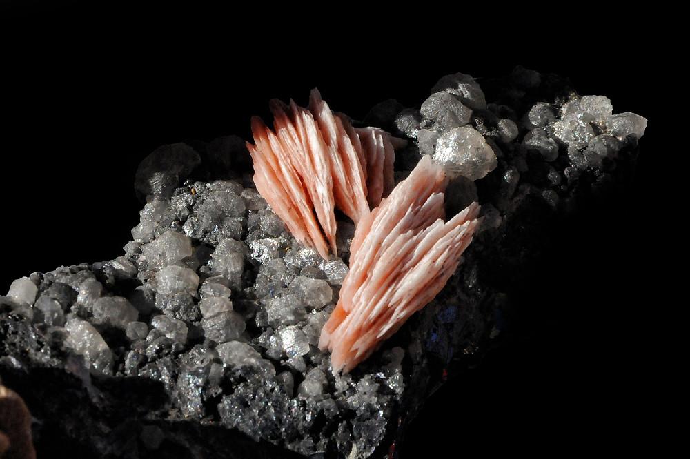 Cristaux de quartz et roche