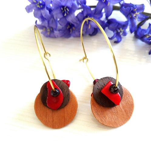 """Boucles d'oreilles laiton brut, bois et pierres fines rouge """"Philotès"""""""