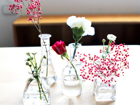 Mini vases for flower arranging activity are available