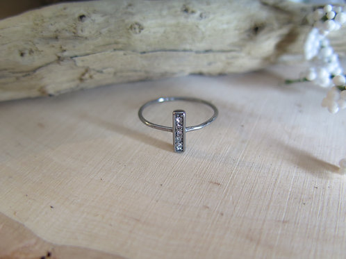 Simple oxidized bar ring with CZ
