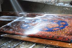 当社以外でお買い求めのペルシャ絨毯のクリーニング・修理もいたします