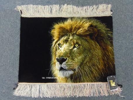 額装前の絵画絨毯
