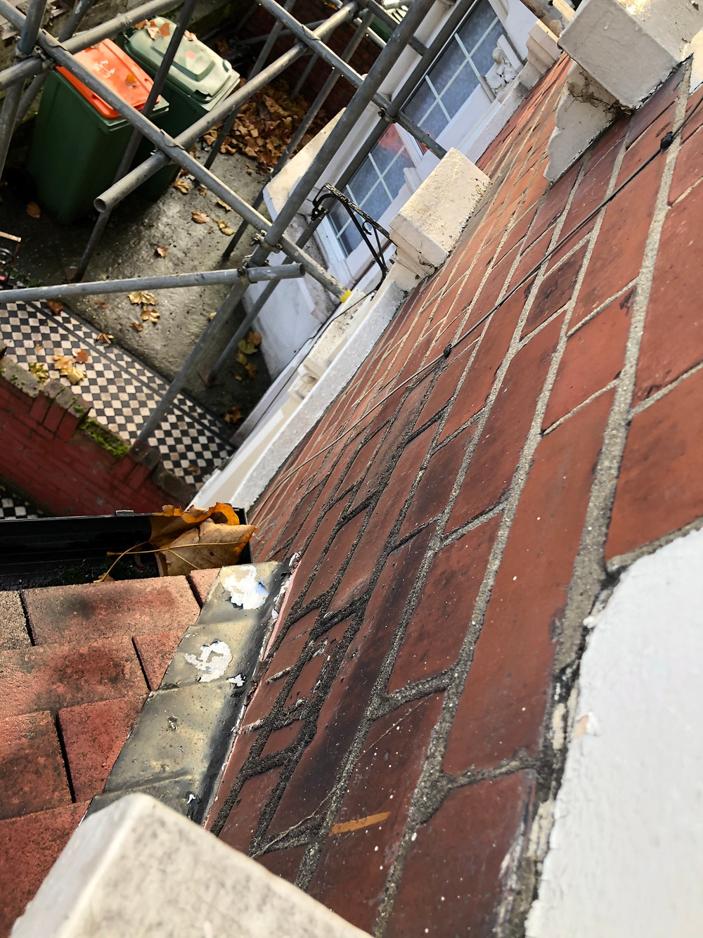 Water stained brickwork - a sign of gutter leaks
