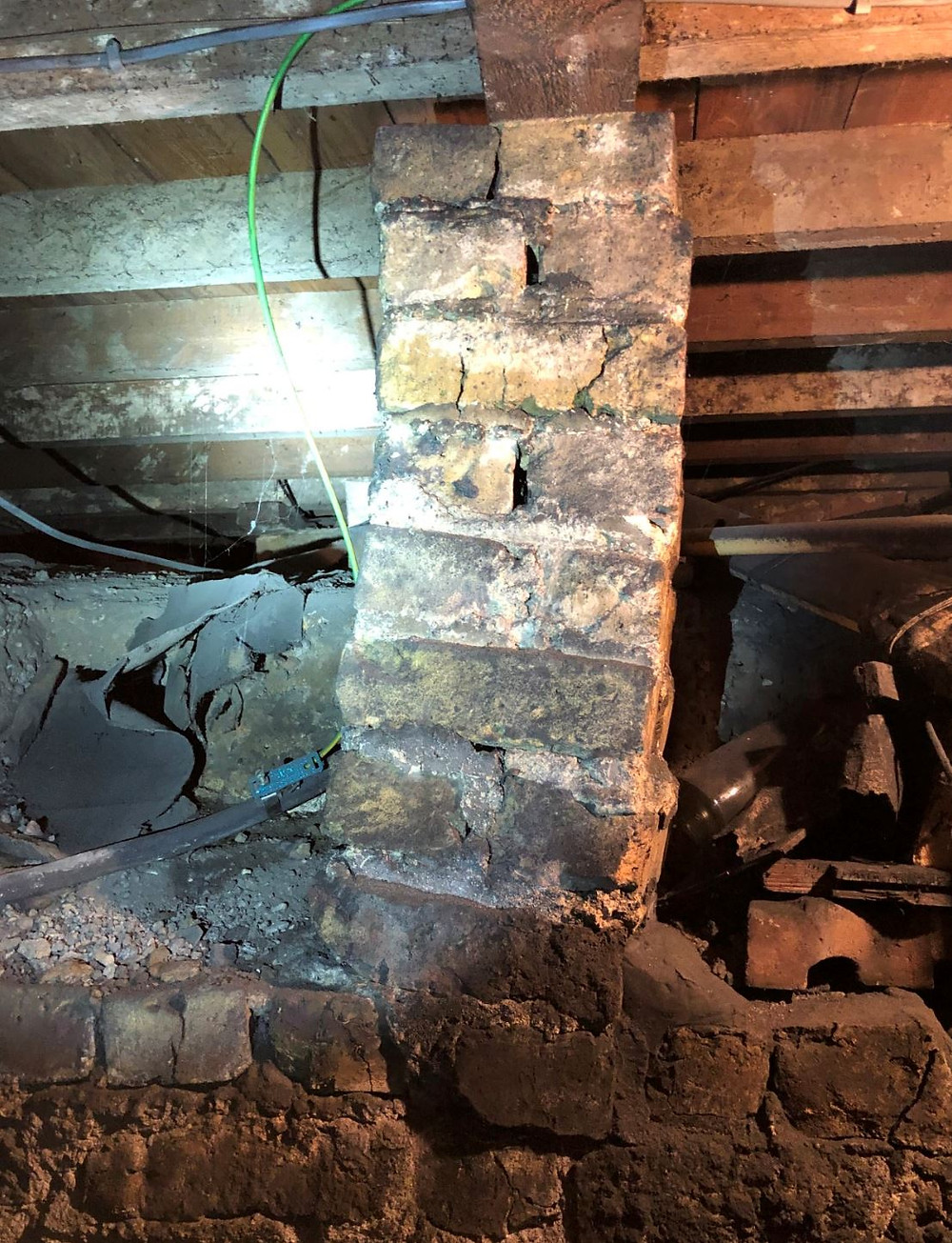 Structural defect to brick pier