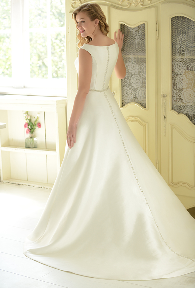 R1152 | White Rose Bridal