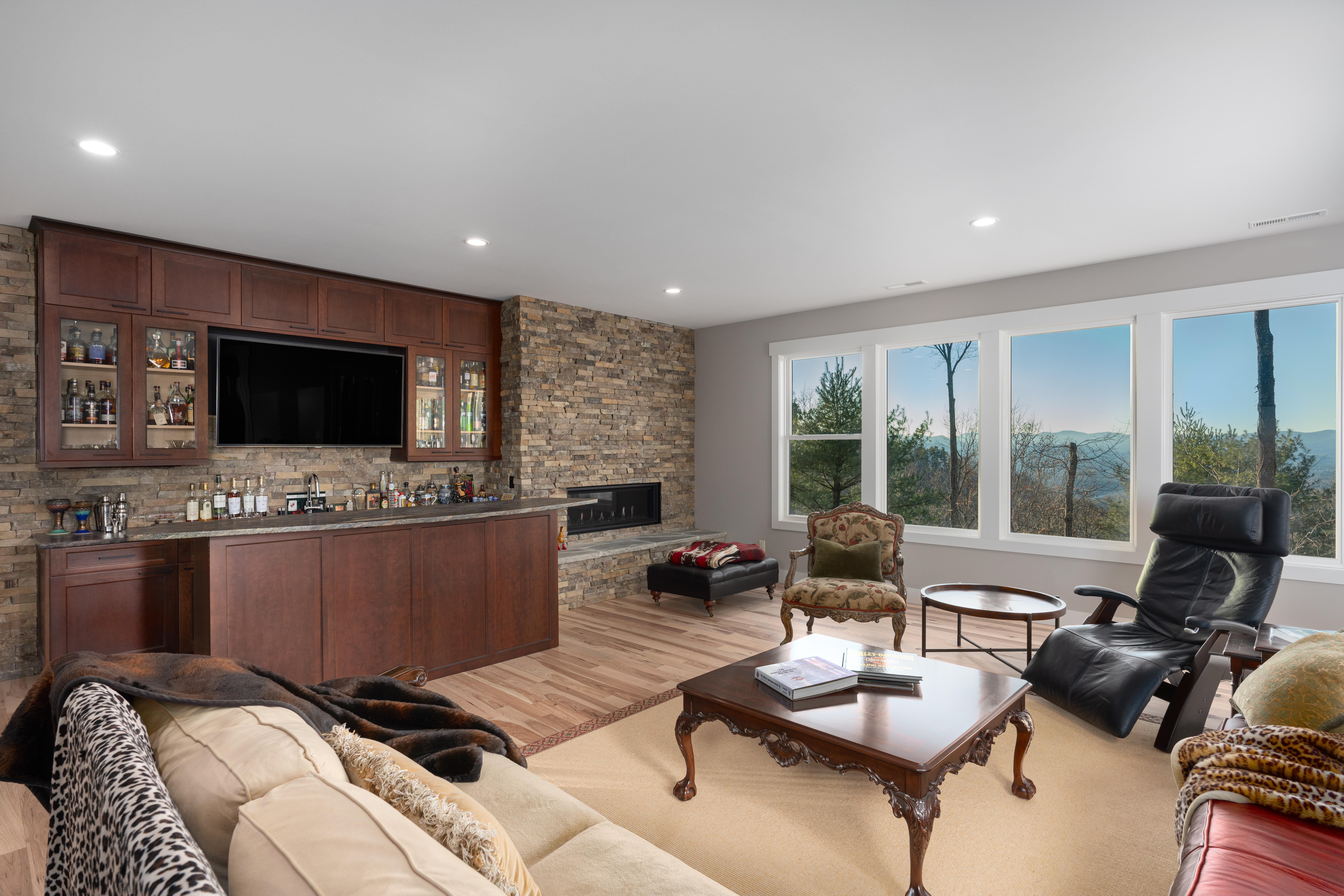 692 Altamont View-100