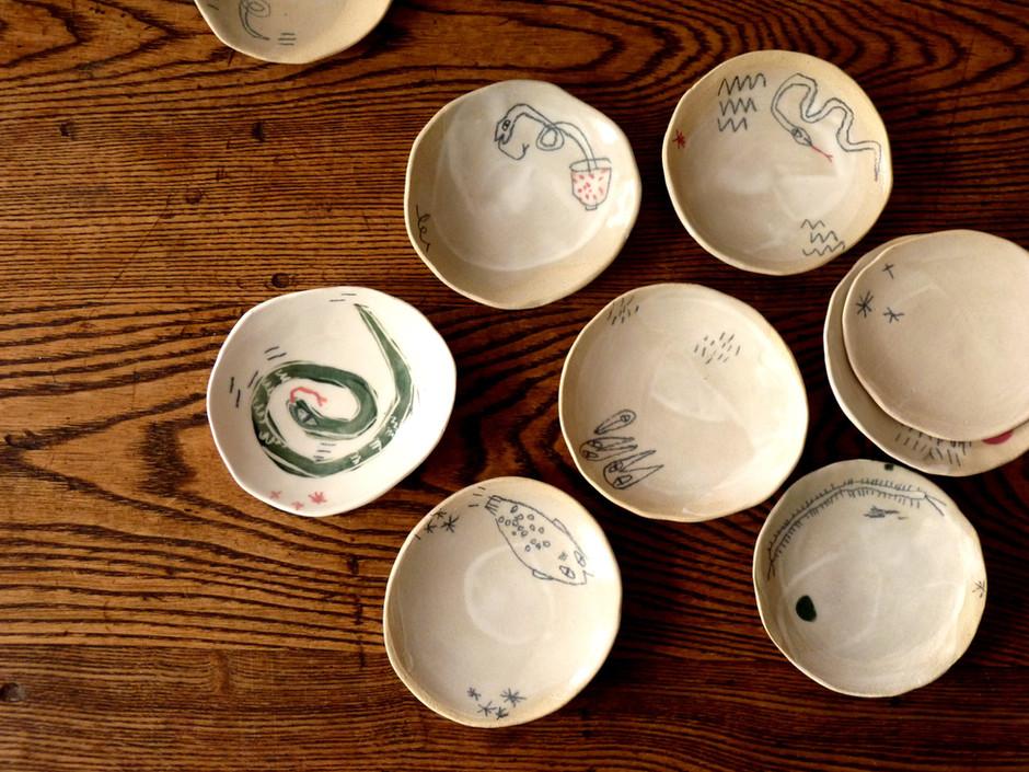 petits plateaux serpents poisson corbeau poterie céramique