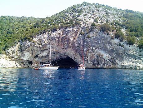 пещера Папаниколис.jpg