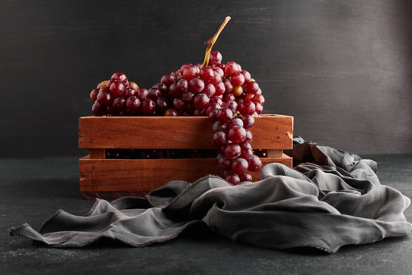 red-grape-bunches-wooden-tray-black-back