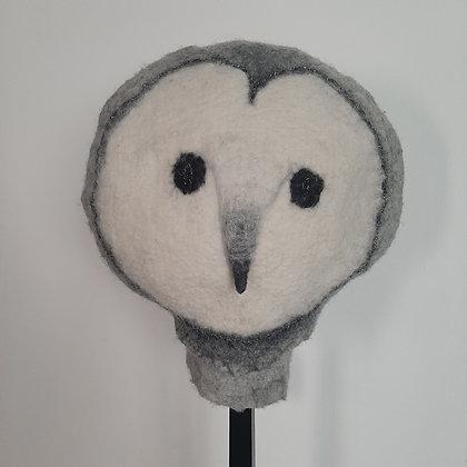 chouette sculpture textile feutre sur socle à chapeau cabinet de curiosités cam le mac