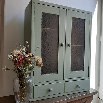 armoire pharmacie vintage