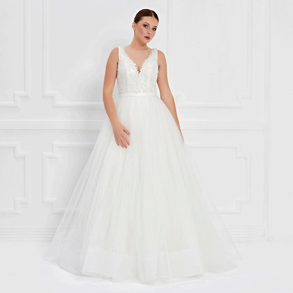 017570 Wedding Dress