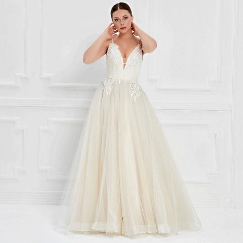 017541 Wedding Dress