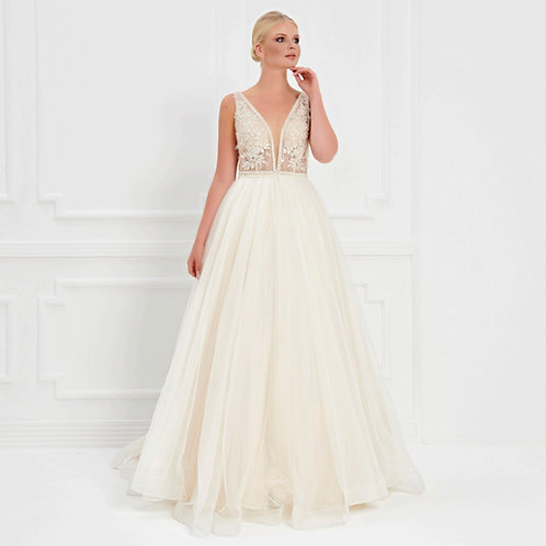 017525 Wedding Dress