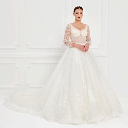 017520 Wedding Dress
