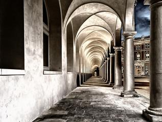 cloister-2041063_1920.jpg