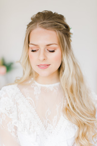 Natural hair and makeup