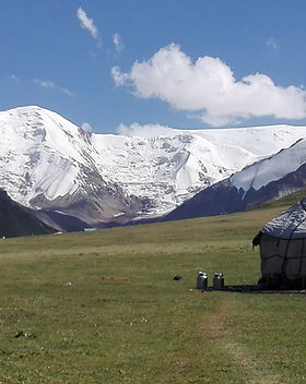 yurts-4956344_1920.jpg