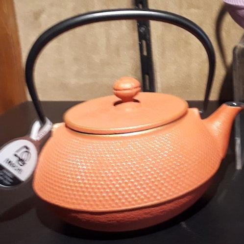 """Théière en fonte couleur """"IWASHU"""" 0.9 litre """"orange"""""""