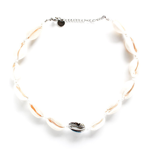 One silver shell necklace