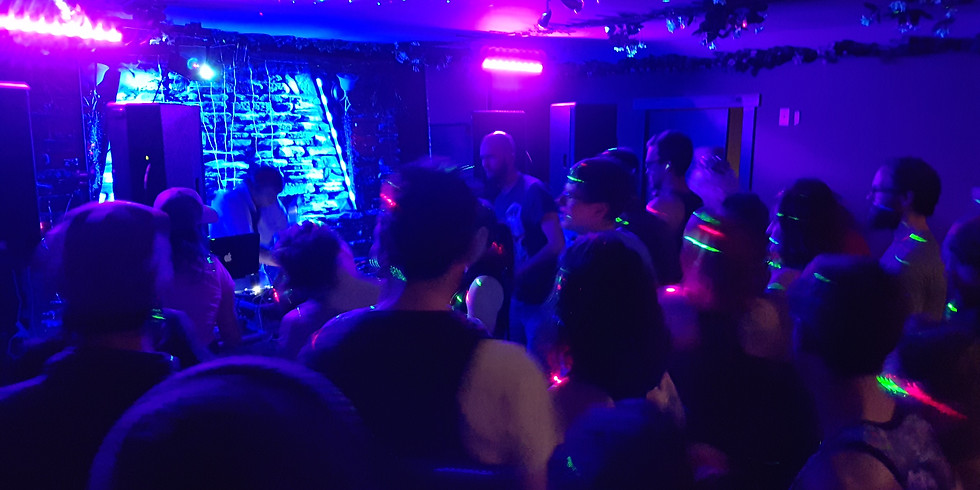 Dance Party - Shaka shaka your bumsie!