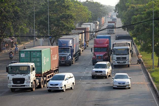 Giới hạn tải trọng xe đầu kéo được phép lưu thông trên đường bộ
