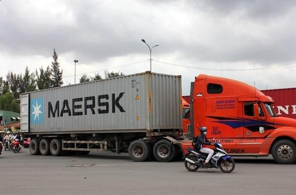 Xe đầu kéo container