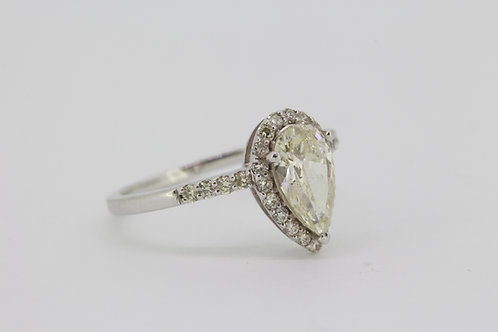 Pearl shaped diamond ring d1.04cts ×.38cts