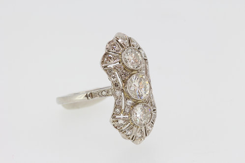 Art Deco ring with 3 central diamonds