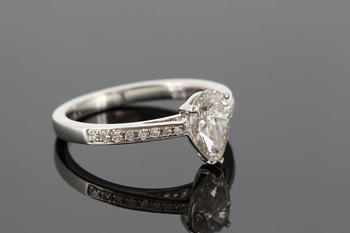 18ct pear shaped diamond solitaire ring d1.04cts
