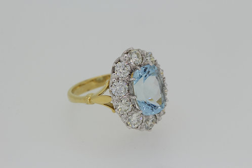 Aquamarine and diamond cluster ring A3.80cts D2.00cts