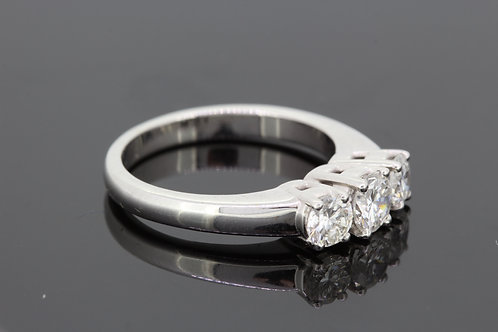 Three stone diamond ring est1.0cts