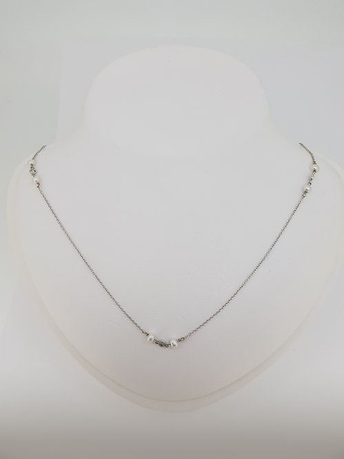 Pearl and diamond neck chain.