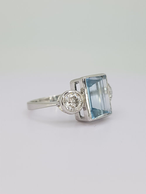 Aquamarine and diamond ring aq 3.04cts d0.92cts